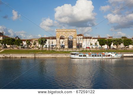 Cityscape With Roman Germanicus Arch Of Saintes In Charente France