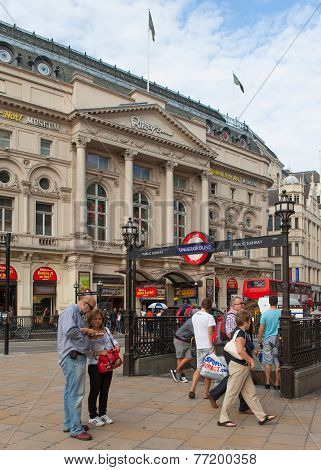Tourists at Piccadilly circus station