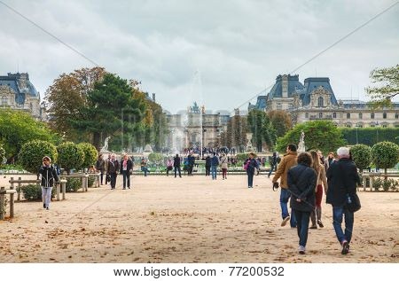 Grand Bassin Rond And Arc De Triomphe Du Carrousel In Paris