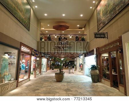 People Explore Stores At Royal Hawaiian Shopping Center