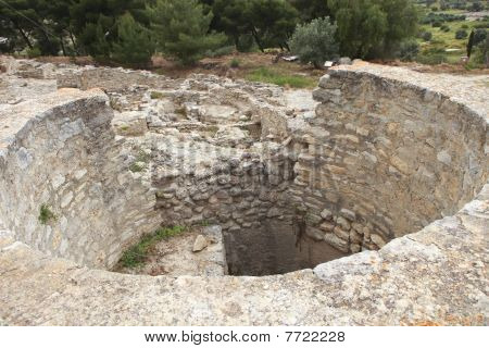 Ancent Treasure Vaults For Minoan Kings