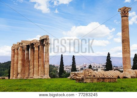 Beautiful Zeus temple in Athens, Greece