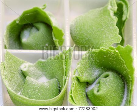 Home Madre Green Ravioli