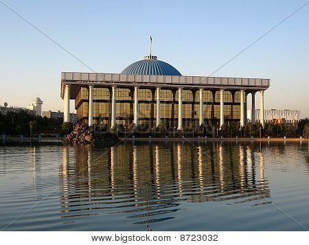 Tashkent Majlis & Pond September 2007
