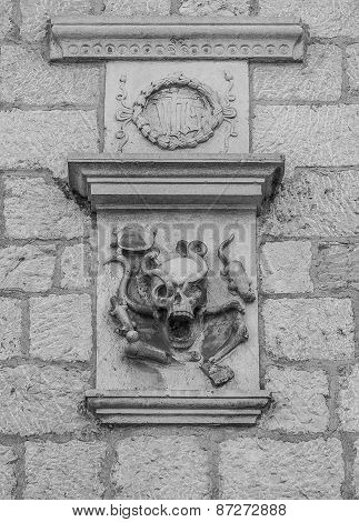 Relief with a skull and crossbones