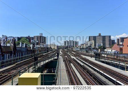 Elevated Train Lines - Brooklyn