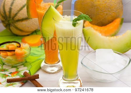Melon smoothie with ice cubes