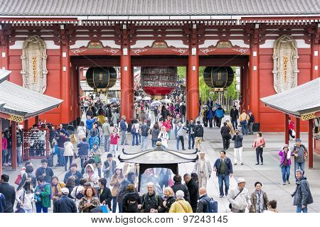 The Kaminarimon (Thunder Gate), The Outer Gate Of Sensoji Temple In Asakusa District, Tokyo