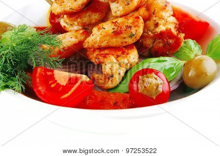 grilled chicken chunks served with tomatoes on white