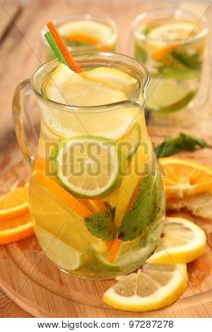 ice tea with citrus fruits
