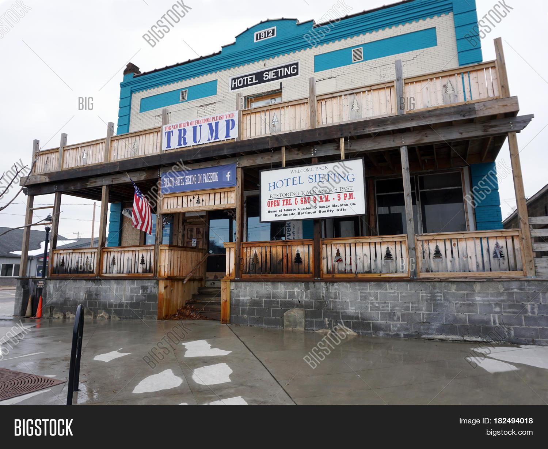 Kalkaska Michigan United States November 27 2016 The Historic Hotel Sieting