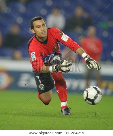 BARCELONA, SPAIN - NOVEMBER 1: Paraguayan goalkeeper Justo Villar of Valladolid in action during a match against Espanyol at the Estadi Cornella-El Prat on November 1, 2009 in Barcelona, Spain
