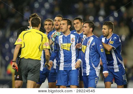 BARCELONA - JAN 24: Group of Espanyol  players speak with referee of Espanyol during the Spanish League match against Mallorca at the Estadi Cornella on January 24, 2010 in Barcelona, Spain