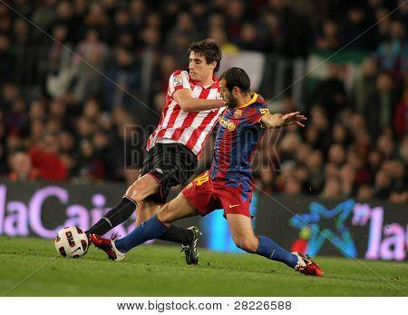 Barcelona feb 20: Javi martinez(l) Bilbao Kampf mit mascherano(r) von Barcelona während der Ma