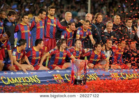 BARCELONA - MAY 15: FC Barcelona's players celebrate La Liga trophy after the match between Barcelona and Deportivo La Coruna at Camp Nou Stadium on May 15, 2011 in Barcelona, Spain