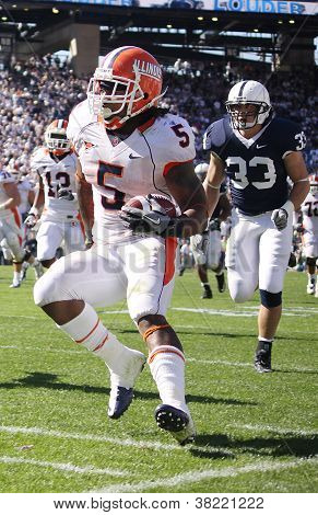 Illinois running back #5 Mikel Leshoure