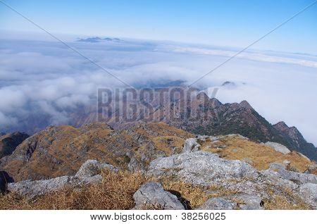 cloud around the ridge at south china