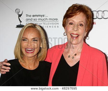 LOS ANGELES - 22 de JUL: Kirstin Chenoweth, Carol Burnett chega em