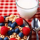 Постер, плакат: Завтрак Зерновые с ягодами