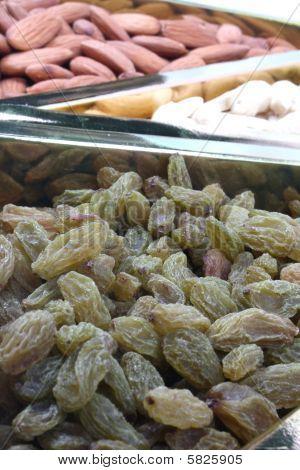 Raisins & Dryfruits