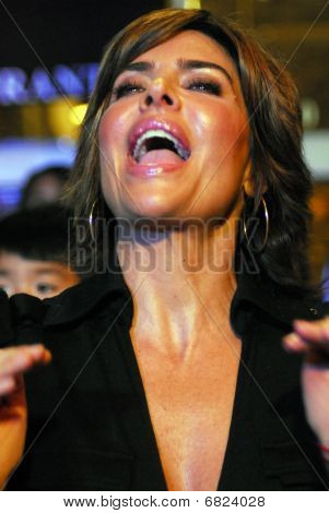 Lisa Rinna appearing live.