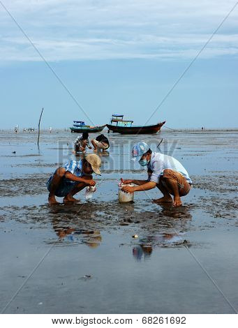 Child Labor On Vietnam Beach