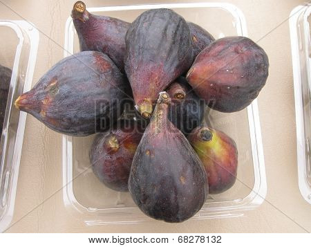 brown figs in a dish