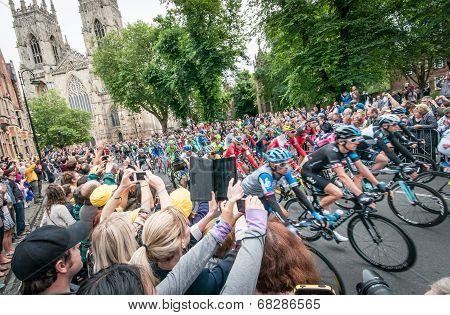 Tour de France peleton in York