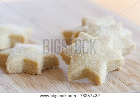 Starshaped Christmas cookies with sugar