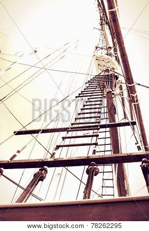 rope ladder to the main mast of the ship