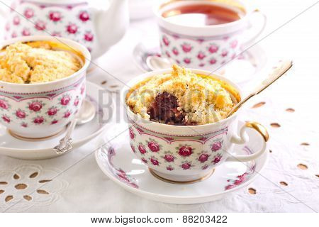 Berry Crumble Topping Cupcakes
