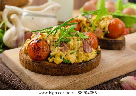 Scrambled Eggs Witch Bacon, Herbs And Tomato