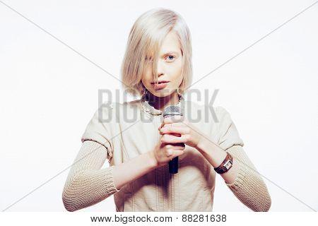Strange Slim Blonde Girl Sing Karaoke