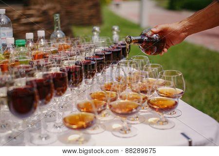 Pours Wine Glasses