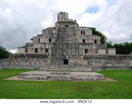 Edzna_Maya_Temple