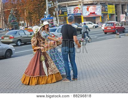 Ukraine, Kiev - September 11,2013: Girls In Historical Costumes Sell Sweets For Tourists