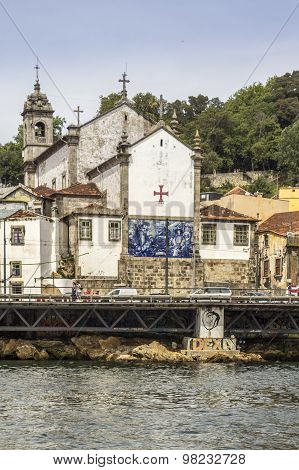 Panoramic From Douro River Tour Boat, View Of Church Of Massarelos and Porto Downtown Cityscape.