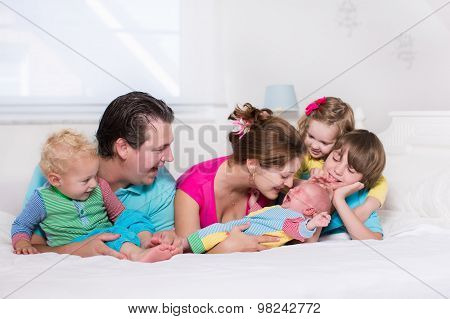 Big Family With Kids In Bed