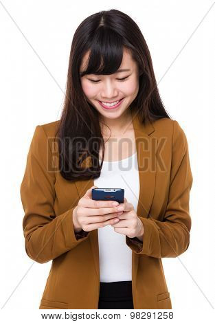 Asian businesswoman read the message on cellphone