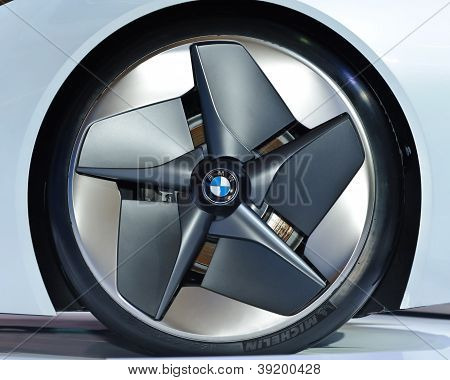 Wheel Of The Bmw Vision Efficientdynamics Vehicle