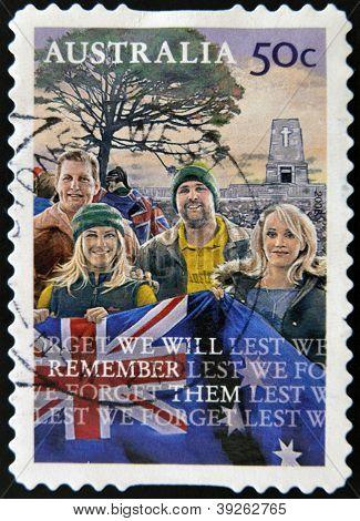 Australien ca. 2008: eine Briefmarke gedruckt in Australien zeigt junge mit der Flagge und dem Slogan damit w