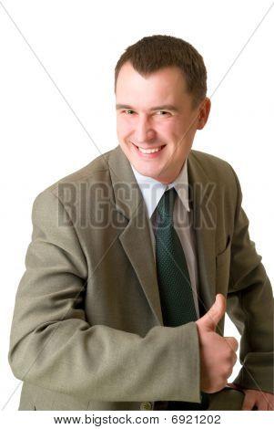 Feliz empresario señaló su pulgar para arriba