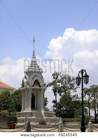 Yeay Penh Statue