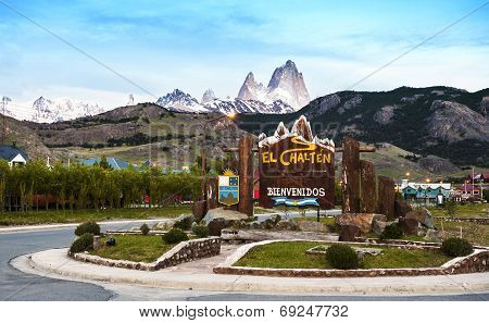 Welcome To El Chalten Village Sign. Fitz Roy Mountain Range In The Background, Argentina.