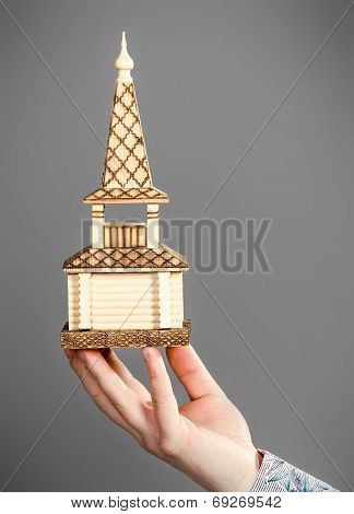 Model of the house in the hands of men