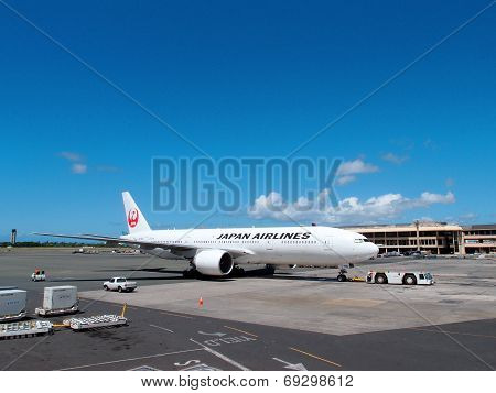 Japan Airlines (j-air) Taxing As It Prepares For Take Off At Honolulu Internation Airport