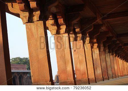 Fatehpur Sikri, colonnade