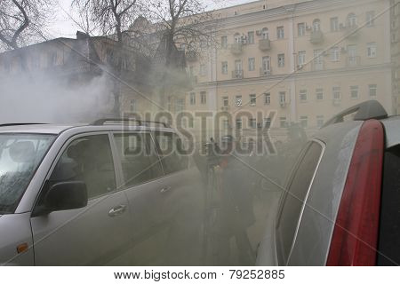 Opponents Of Pussy Riot Sprayed Gas Among Crowd Of Supporters Of The Arrested Muzakant