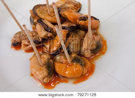 Mussels With Toothpicks