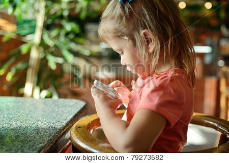 Girl Play Phone